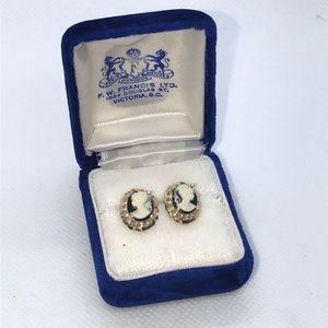 💛 10k Yellow Gold Black Cameo Earrings